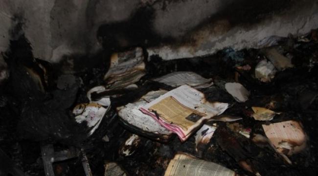 Yangında FETÖ'nün kitapları çıktı