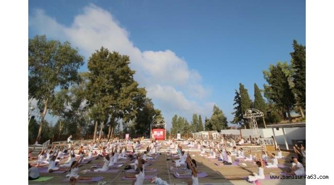 1. Dünya Yoga Koreografi Şampiyonası Kuşadası'nda düzenlendi