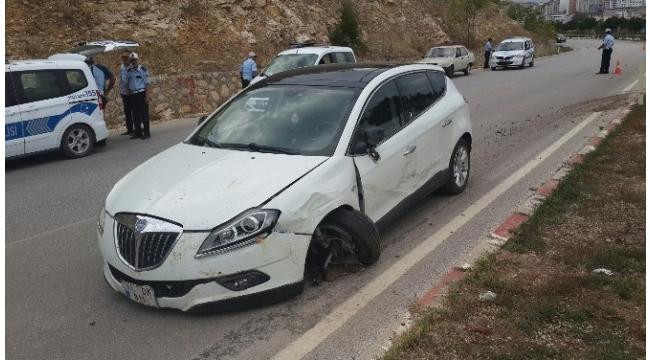 340 promil alkollü sürücünün kullandığı araç 11 selvi ağacını devirerek zor durdu