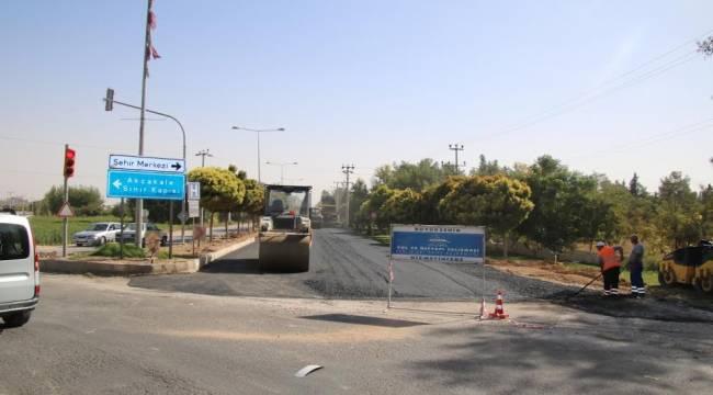 Akçakale'de sıcak asfalt serimine başlanıldı