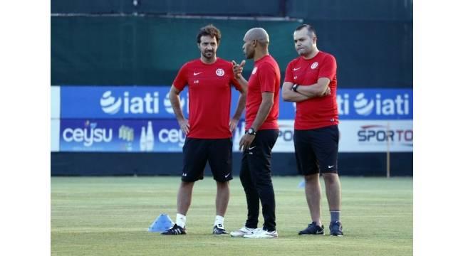 Antalyaspor'da Morais işi sıkı tutuyor