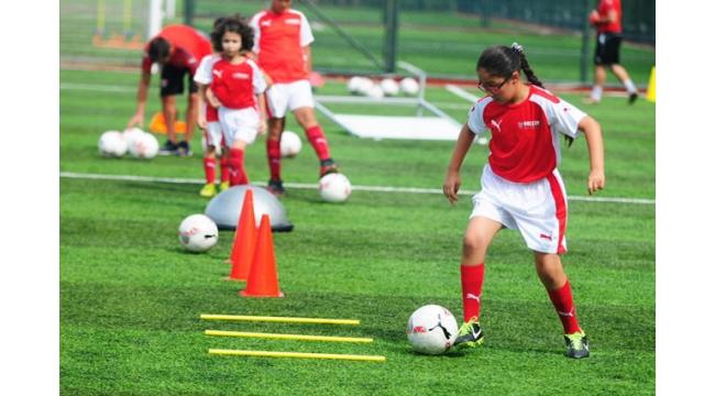Arsenal Türkiye'ye yıldız yağmuru