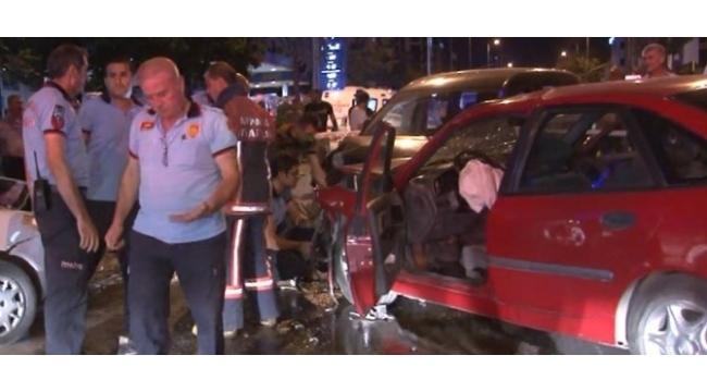 Başkent'te sıkışmalı trafik kazası: 1'i çocuk, 7 yaralı