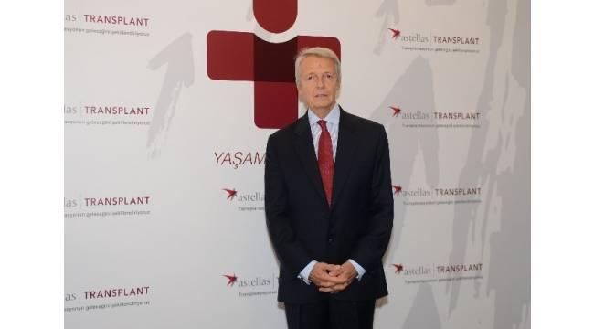 Böbrek ve karaciğer nakli konusunda uzman doktorlar İstanbul'da bir araya geldi