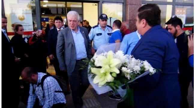 Bursapsor kafilesi Gaziantep'te baklavayla karşılandı