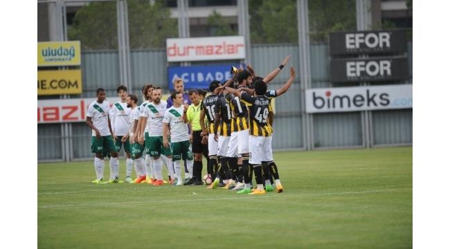 Bursaspor, Arap ekibini farklı mağlup etti