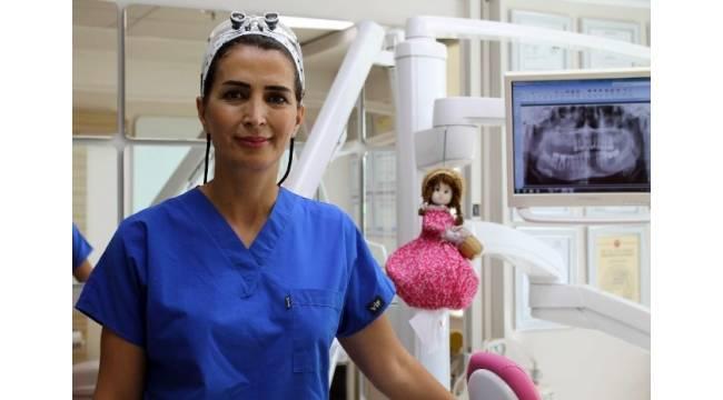 """Diş Hekimi Zahide Genç: """"3 yaşından küçük çocuklar diş macunu kullanmamalı"""""""