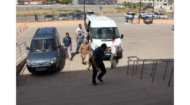 Edirne'de FETÖPDY'den gözaltına alınan 6 gümrükçü adliyeye sevk edildi