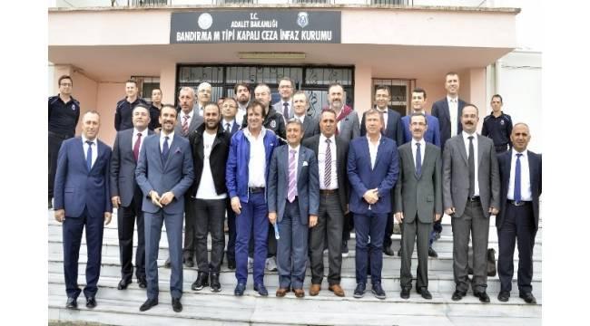 """Efsane futbolculardan """"Futbolun Efsaneleri Genç Hükümlülerle Buluşuyor"""" projesine destek"""