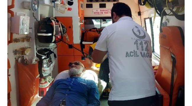 Elektrikli bisikletli yaşlı adam otomobile çarptı