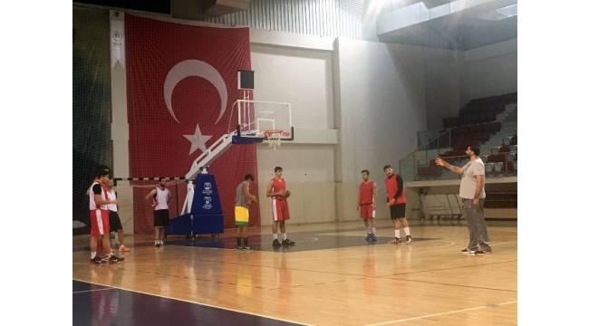 Eski Fenerbahçeli 10 yıl sonra basketbola antrenör olarak geri döndü