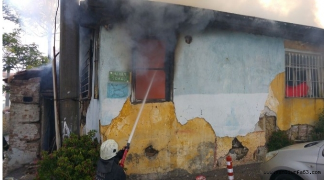 Evleri yanan aile bayramda sokakta kaldı