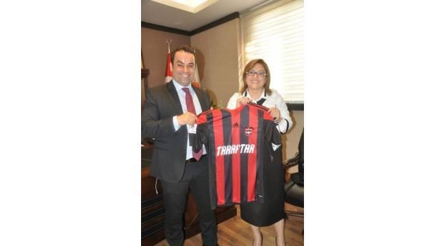 Gaziantepsporlu taraftarların projesine siyasilerden destek