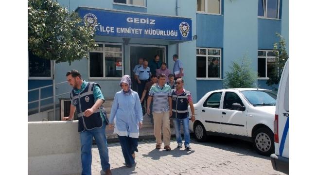 Gediz'de FETÖ operasyonu: 4 kişi tutuklandı