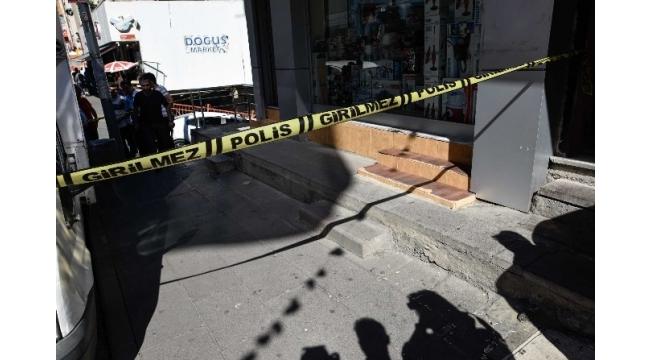 Husumetli olduğu şahsa sokak ortasında kurşun yağdırdı