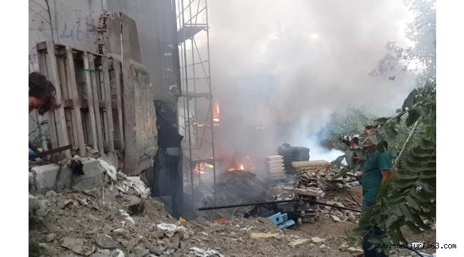 İmam hatip ortaokulu inşaatındaki yangın mahalleliyi sokağa döktü