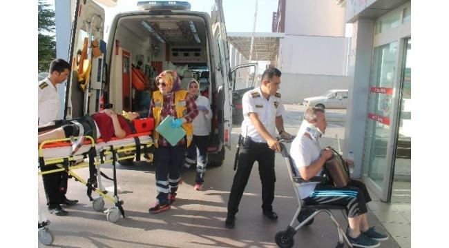 Kamyonla çarpışan otomobil dereye yuvarlandı: 4 yaralı