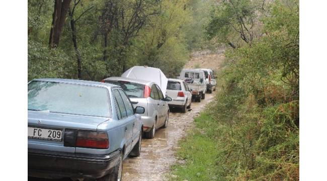 Karaman'da heyelandan kapanan köy yolu ulaşıma açıldı