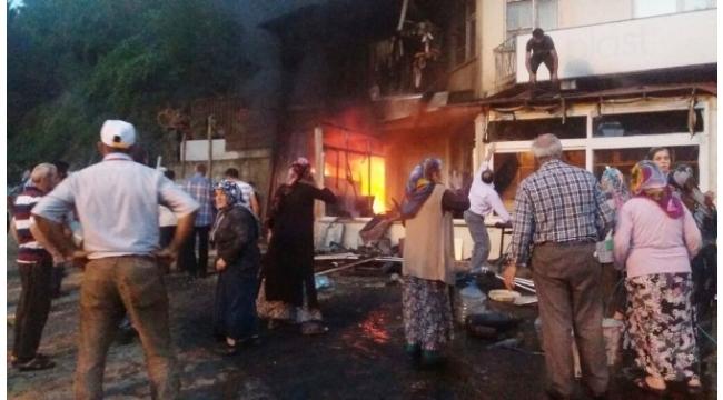 Kastamonu'da iki dükkan yandı