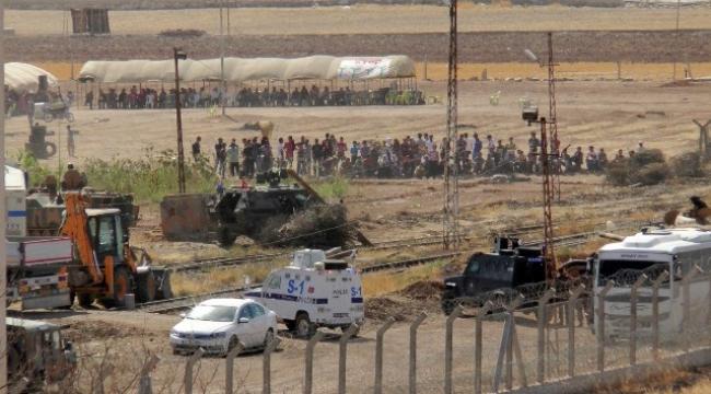 Kobanili Suriyeliler Askerlerimizi Taşlıyor