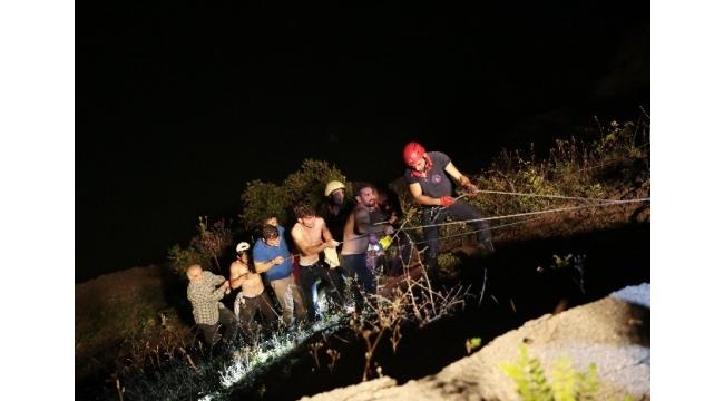 Kontrolden çıkan otomobil baraj gölüne uçtu: 2 yaralı