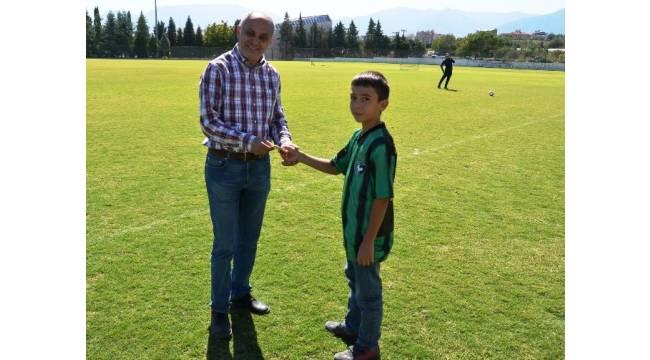 Küçük taraftardan okul harçlığıyla Denizlispor'a destek