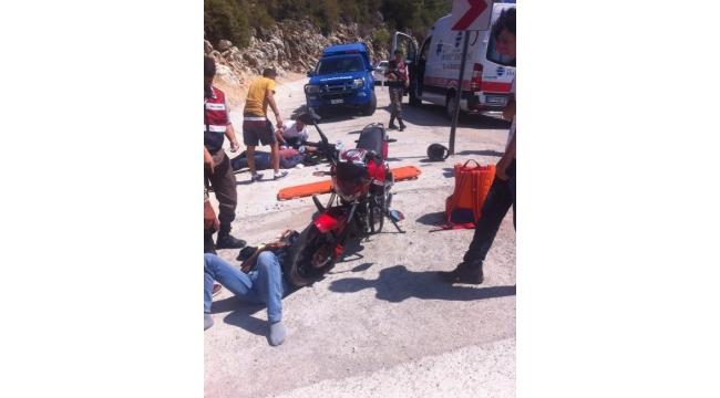 Manavgat-Akseki yolunda motosiklet kazası: 2 yaralı