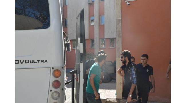 Mardin'de 4 polis tutuklandı