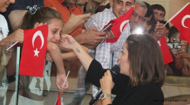 Merve Özbey Urfa'da duygu dolu anlar yaşadı