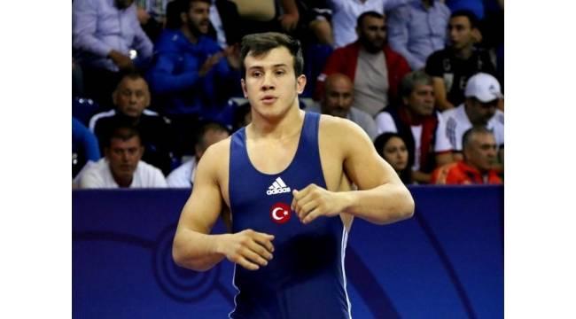 Milli güreşçi Nail Seyyar dünya ikincisi oldu