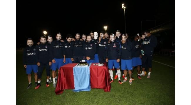 Mustafa Yumlu'ya maskeli doğum günü