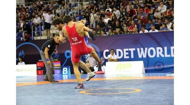 Nail Seyyar, Dünya Güreş Şampiyonası'nda altın madalyaya gidiyor