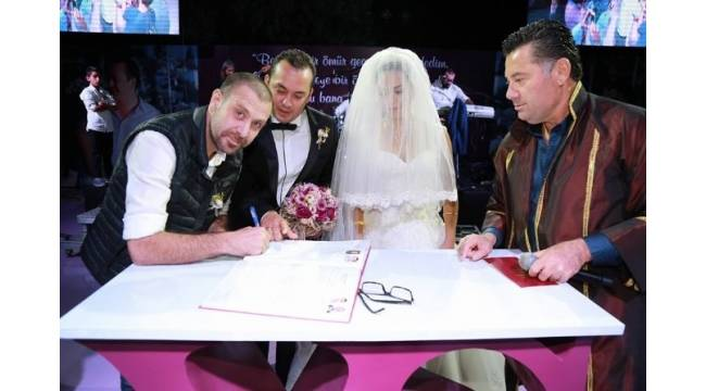 Nejat İşler Bodrum'da nikah şahitliği yaptı