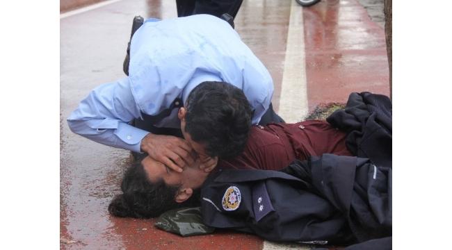 Ölmek isteyen kadını suni teneffüsle hayata döndüren komiser FETÖ'den tutuklandı