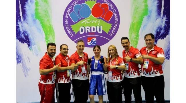 Ordu'da 2 Türk boksör daha finale yükseldi