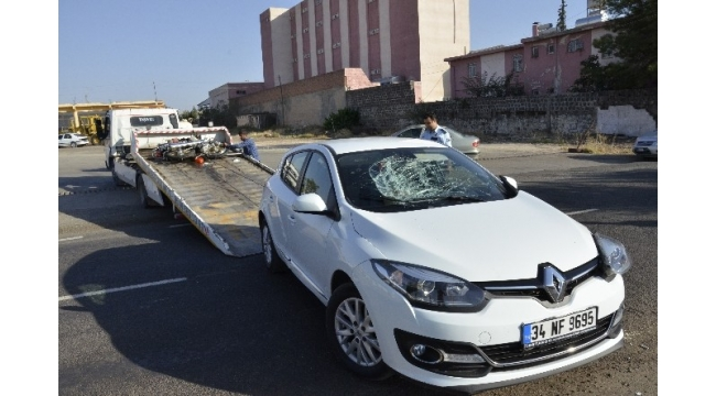 Otomobile çarpan motosikletin sürücüsü ağır yaralandı