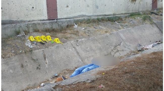 Parkta oynayan çocuklar, ceset buldu