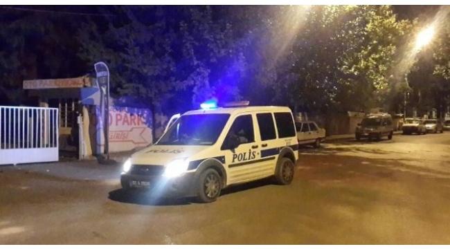 Polisten kaçan iki genç kız bomba paniği yaşattı