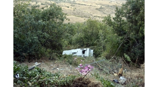 Safranbolu'da servis otobüsü uçuruma yuvarlandı: 1 yaralı