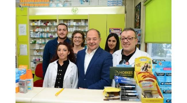 Sağlık Bakanı Akdağ'dan eczaneye sürpriz ziyaret
