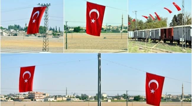ŞANLI Urfalılar'dan ABD Bayrağına Türk Bayraklı karşılık