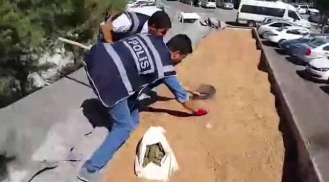 Şanlıurfa'da bugday içinde esrarı sakladılar