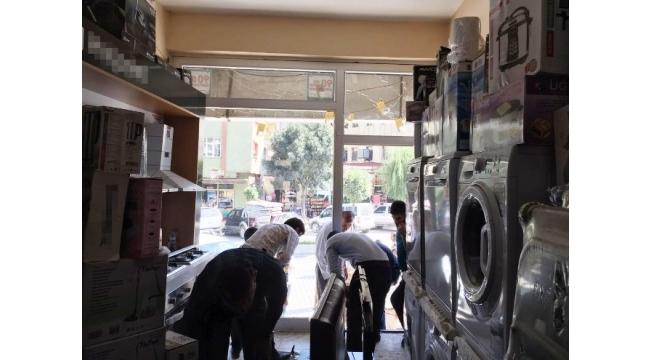 Şemdinli'de bir iş yeri tarandı