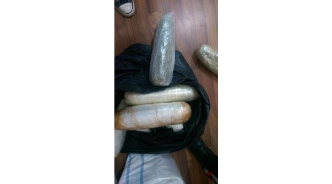 Taksinin bagajından 15 kilo uyuşturucu çıktı