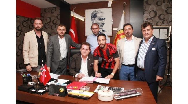 Tarık Çamdal Eskişehirspor'a yeniden imzayı attı