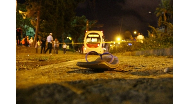 Tramvayın çarptığı genç hayatını kaybetti