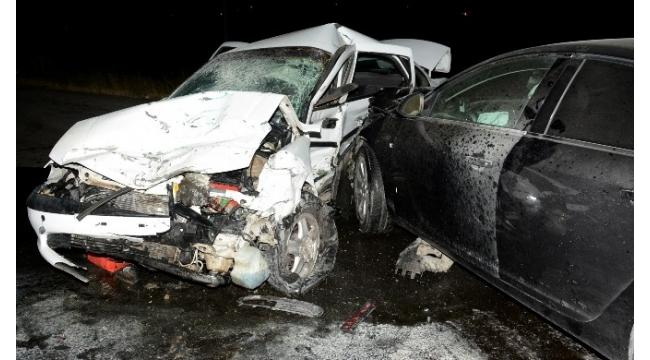 Üç otomobilin karıştığı kazada 6 kişi yaralandı