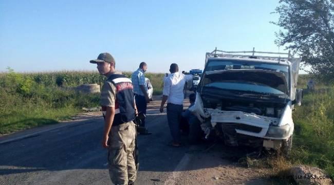 Urfa'da İki Araç kafa kafaya çarpıştı
