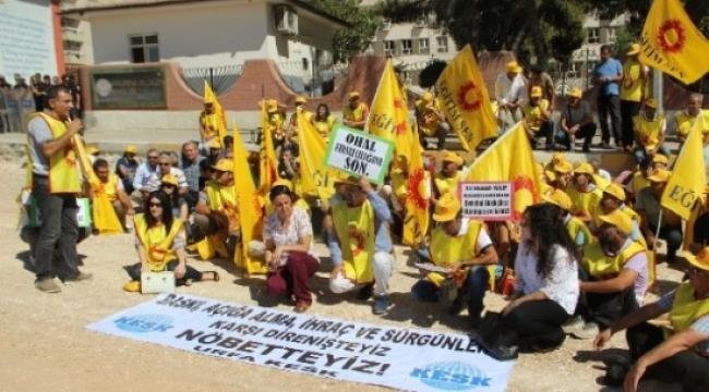 Urfa'daki KESK'li öğretmenler Fetö ihraçları için eylem yaptı