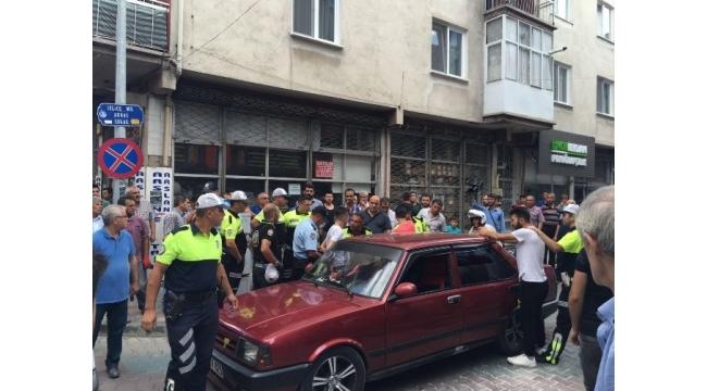 Uşaklıları bıktıran trafik magandaları polisi ezmeye kalktı